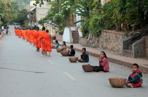 Bình minh cố đô Luang Phabang: Luang Phabang – Vientian