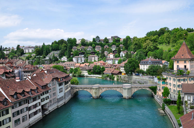 Zurich – Rhine Fall – Núi Titlis – Lucerne – Bern – Chillon – Lausanne – Montreux (Tàu ngắm cảnh GoldenPass, Tour Tiêu Chuẩn) – Thu Mãi Xanh