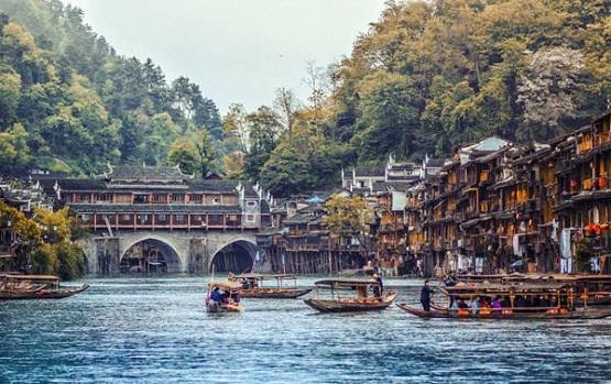 Trung Quốc đường bộ :Nam Ninh – Trương Gia Giới – Phượng Hoàng Cổ Trấn