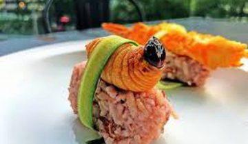 Khám phá món sushi đuông dừa kỳ lạ ở Malaysia